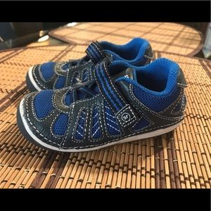 Toddler boy stride rite sneakers size 6